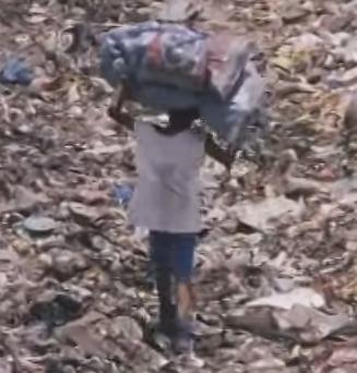 ゴミ捨て場の子供達1.jpg