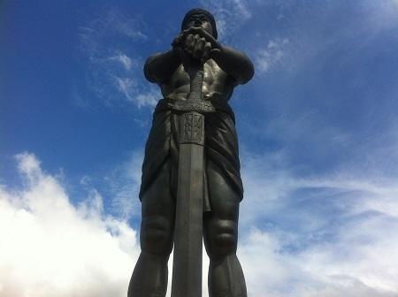 リサール公園(Rizal Park)のラプラプ像(Lapulapu).jpg